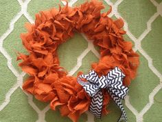 Step by step how-to create a Halloween wreath. Orange burlap Halloween wreath. Modern, simple, orange burlap, chevron ribbon. DIY. Easy craft, Halloween project. Fun halloween decor.   Mini, Mama & Co: Project: Halloween Wreath