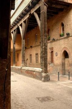Via Marsala portici- Bologna, Emilia-Romagna very close to a delicious sandwich place, Latteria Nora <3
