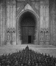 """Scene from the German expressionist epic science-fiction movie """"Metropolis """", directed by Fritz Lang, Metropolis Fritz Lang, Metropolis 1927, Sci Fi Movies, Old Movies, Tim Burton Batman, Film Science Fiction, Gellert Grindelwald, Films Cinema, Black White"""