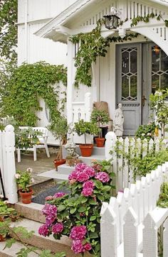 White House and white picket fence, the perfect backdrop for a cottage garden.