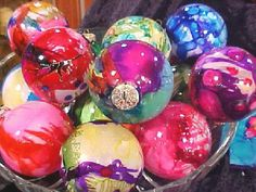How to Make Airbrushed Glass Ornaments Using Alcohol Inks : Decorating : Home & Garden Television