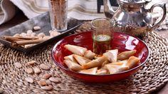 Hojaldres de almendra y miel (Briouat) - Najat Kaanache - Receta - Canal Cocina Macarons, Appetizer Dips, Dairy, Cheese, Cupcakes, Food, Ideas, Gastronomia, Gourmet