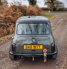 Welcome to the MINI Owners Club - One of the largest and fastest growing MINI communities in the World! We welcome you to share your MINI related pictures & adventures. Mini Cooper Sport, Mini Cooper Classic, Classic Mini, Classic Cars, Mini Car, Mini Mini, Austin Mini, Narrowboat Interiors, Mini Morris