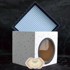 Caja de fibrofácil (simil madera) decorada. Con ventana. Forrada en tela. Tamaño: 15x15x15cm.  www.micajita.com.ar