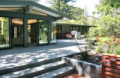 Mid Century Modern Landscaping Design Ideas, Pictures, Remodel, and Decor - page 9