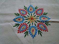 what is kantha embroidery Peacock Embroidery Designs, Hand Embroidery Patterns Flowers, Hand Embroidery Videos, Hand Embroidery Flowers, Hand Work Embroidery, Hand Embroidery Stitches, Machine Embroidery Patterns, Embroidery Techniques, Bead Embroidery Tutorial