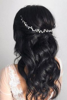 36 Timeless Classical Wedding Hairstyles - New Site Long Bridal Hair, Wavy Wedding Hair, Classic Wedding Hair, Wedding Hair And Makeup, Timeless Wedding, Wedding Updo, Black Hair Wedding Styles, Asian Bridal Hair, Boho Wedding