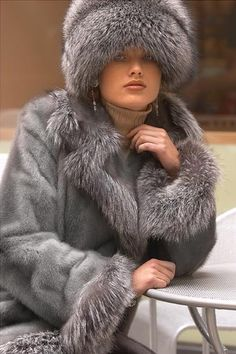 Gray mink & fox, LOVE the hat!!,,,,,,MY STYLE QUAND JE VAIS EN FRANCE,,,,,**+