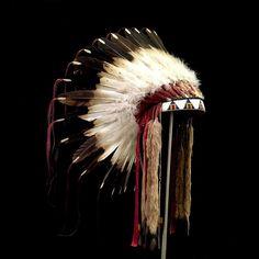 Sioux Feather War Bonnet (replica)  2067.16.02 (side view 2) ☩ «4 Colors»™
