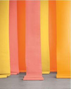 Paper Wedding: Easy DIY Paper Backdrops!