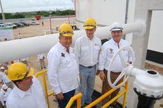El Ejecutivo estatal asistió también a la reanudación de operaciones del Muelle Marginal 6 en la misma terminal marítima, y reconoció igualmente el trabajo realizado por la Administración Portuaria Integral de Coatzacoalcos.