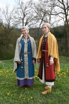 Frauentracht                                                                                                                                                                                 Mehr Viking Garb, Viking Reenactment, Viking Dress, Medieval Costume, Medieval Dress, Celtic Clothing, Medieval Clothing, Historical Women, Historical Clothing