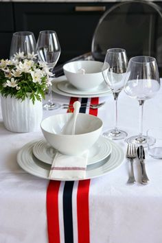 blanc, rouge, bleu 17. Mai, Norway National Day, Sons Of Norway, Champagne Breakfast, Dinner With Friends, Deco Table, Time To Celebrate, Fourth Of July, Mesas
