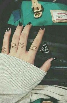 17 Impossibly Tiny Tattoos For Commitment Phobics Hand Tattoos, Sharpie Tattoos, Finger Tattoos, Body Art Tattoos, Small Tattoos, Cool Tattoos, Tatoos, Henna Designs, Tattoo Designs