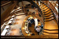 Du premier étage, vue plongeante sur le bar ©JulienBinz