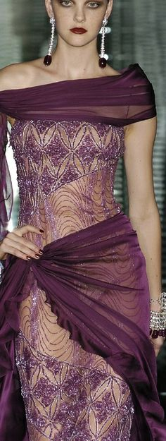 Evening gown, couture, evening dresses, formal and elegant Valentino Plum Perfect Couture Fashion, Runway Fashion, High Fashion, London Fashion, Beautiful Gowns, Beautiful Outfits, Lila Gold, Mode Glamour, Chiffon