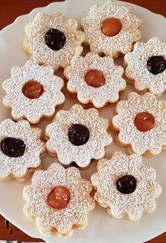 Ma a kedvenc aprósüteményem készült, a gyorsan puhuló, könnyen elkészíthető linzer! - Egyszerű Gyors Receptek Dessert Drinks, Gingerbread Cookies, Waffles, Cereal, Sweets, Smoothie, Breakfast, Photography Ideas, Mad