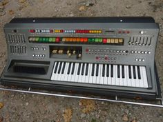 Can anyone identify this #synth?