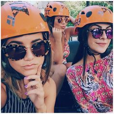 Manu Gavassi, Mariana Sampaio e Nah Cardoso escolheram modelos bem diferentes de óculos para curtir um dia no parque. Qual o seu favorito? #Miumiu #RayBan ou #Illesteva ?! #oticaswanny #escolhaoseu #ecompreaqui #oticaswanny