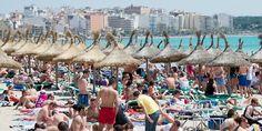 Mallorca Strand Touristen dpa