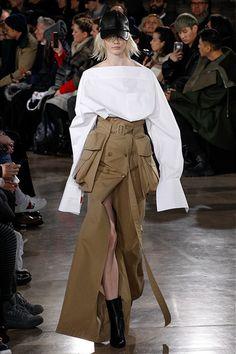 """The complete Juun.J Fall 2017 Menswear fashion show now on Vogue Runway. Fashion Week, Fashion 2017, Look Fashion, Fashion Details, Runway Fashion, High Fashion, Winter Fashion, Fashion Outfits, Womens Fashion"