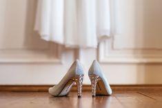Die Brautschuhe warten auf die Braut. Wedding, Shoes, Fashion, Love Story, Waiting, Wedding Day, Casamento, Zapatos, Moda