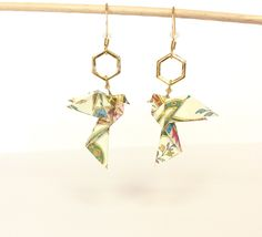 Colombes,origami, boucles d'oreilles colombes origami, crochets dorés, mariage : Boucles d'oreille par 1000-grues-et-3-donuts
