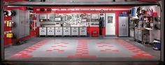 Inspiration till inredning från Gladiator garage. Längst fram i garaget är ett perfekt ställe för arbetsbänk och hyllor och skåp till förvaring.