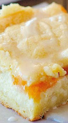 and Cream Bars Peaches and Cream Bars - classic Southern dessert!Peaches and Cream Bars - classic Southern dessert! Cookie Desserts, Just Desserts, Cookie Recipes, Dessert Recipes, Bar Recipes, Recipies, Yummy Treats, Sweet Treats, Yummy Food