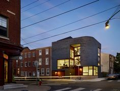 - This three-story home in Philadelphia, Pennsylvania, built by design, has made great use of split-level architecture. While some split-level ho. Architecture Design, Residential Architecture, Eckhaus, Discount Bedroom Furniture, Corner House, House 2, House Design, Interior Design, House Styles