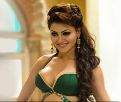 Urvashi Rautela Hot and Sexy Cleavage Show From Great Grand Masti