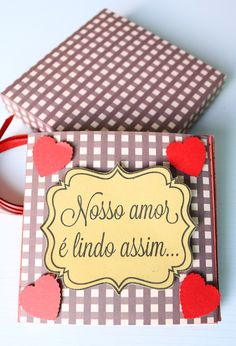 DIY: Mini álbum muito lindo, fácil de fazer e gastando bem pouquinho! Diy Mini Album Scrapbook, Photo Album Scrapbooking, Scrapbook Albums, Diy And Crafts, Arts And Crafts, Romantic Things, Hopeless Romantic, Valentines Diy, Scrapbooks