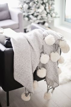 Pom Pom blanket - Home Page My New Room, Cozy House, Soft Furnishings, Home Decor Inspiration, Decoration, Home Accessories, Interior Decorating, Bedroom Decor, House Design