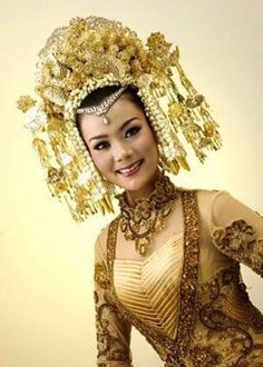 Crown that people in west sumatra or Minang people use when their marriage