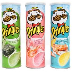 Everyone knows Sour Cream & Onion Pringles, but these wacky flavors, like White Chocolate Peppermint, can be found around the globe. Gross Food, Weird Food, Fake Food, Japanese Candy, Japanese Food, Pringle Flavors, Comida Disney, Junk Food Snacks, Sour Cream And Onion