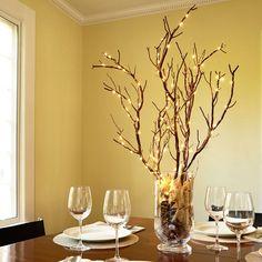 ramas secas y luces para decorar la mesa