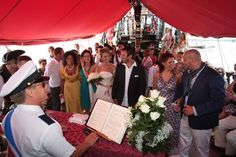 Moment truly exclusive.... On board the Venetian Galleon as a location for their wedding reception in Venice. #weddinginvenice  , #italybest  , #esclusive   www.jollyroger.it... www.initalyweddin...