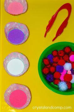 Valentine Preschool Sorting Activity - Valentine's preschool sorting activities using pom poms - Valentine Theme, Valentines Day Party, Valentines For Kids, Valentine Day Crafts, Valentine Ideas, Printable Valentine, Valentine Nails, Homemade Valentines, Valentine Box
