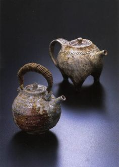 Shi baked densification teapot & Three foot teapot (honey legs teapot)