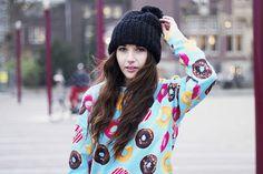 Travel, Lifestyle, Fashionblog Wendy van Soest, The Netherlands x Breaking Rocks donuts sweater. #breakingrocks #designerbrand #fashionblogger #bloggerstyle #donuts #donutworry #foodporn #cute #designerclothing #streetstyle #trendlook #festivalwear #festivalmood #sweet #sweaterlife
