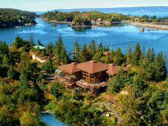 L' EcoResorts offers environmentally-friendly hotels and nature tours. The lodges, villas, ranches, and chalets are noted for their strategic locations and are aimed at connecting the responsible travelers with nature.  http://www.lecoresorts.com/  #spiritbearlodge #greatbearrainforestlodge  #bearclawlodgebritishcolumbia #kispioxriver #cotocochalodgeecuador