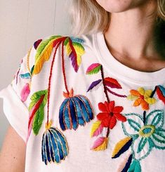Rad People: Tessa Perlow Artist Tessa Perlow likes to embroider sticky flowers with a striking and exciting placement. Embroidery On Clothes, Embroidered Clothes, Embroidery Fashion, Diy Embroidery, Cross Stitch Embroidery, Embroidery Patterns, Diy Fashion, Ideias Fashion, Diy Broderie