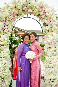 I love this flower arch! Show me yours - Weddingbee