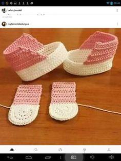 """حذاء كروشيه للأطفال بالخطوات """"Hatice Metin Doğan added 682 new photos to the album: ÖRGÜ PATİK — with Ngoc Thuy Tran and 27 others. Crochet Baby Boots, Booties Crochet, Crochet Baby Clothes, Crochet Shoes, Love Crochet, Crochet For Kids, Baby Booties, Crochet Dolls, Knit Crochet"""