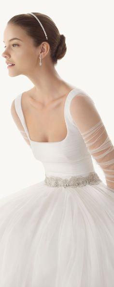 Vestido de novia chic, romantico y elegante.