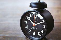 *シンプルでかわいい目覚まし時計*テーブルクロック CLOT クロト