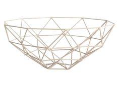 Triangle dusty rose - Deze prachtige schaal is een 'must have'. Met zijn zachte poeder kleuren en zijn geometrische vormen past hij mooi in ieder interieur. Gebruik hem als fruitschaal, om tijdschriften in te leggen, of zomaar als decoratie-object.