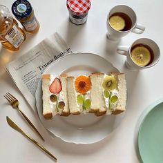 Fruit Sandwich, Pizza Sandwich, Mochi Cake, Food Out, Cafe Food, Aesthetic Food, I Love Food, Sweet Recipes, Food Photography