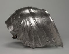 Pair of Gothic Fan-Shaped Pauldron (left)