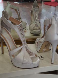 Χειροποίητα Νυφικά παπούτσια  με δαντέλα κ πέτρες Swarovski Swarovski, Platform, Sandals, Heels, Fashion, Heel, Moda, Shoes Sandals, Fashion Styles
